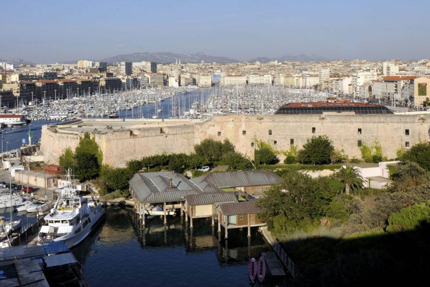 Maison sur pilotis d 39 henri delauze marseille for Garage henri marseille